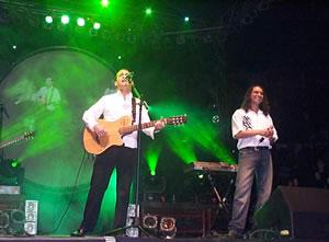 Concierto de Juan Fernando Velasco en Cuenca .- Velasco compartió el show con Mauricio Calle vocalista de la agrupación cuencana Bajo Sueños en la pieza Déjame