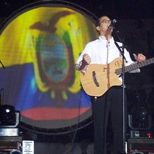 Concierto de Juan Fernando Velasco en Cuenca .- Juan Fernando Velazco, es unos de los Cantantes Ecuatorianos con mas transcendencia en los últimos tiempos