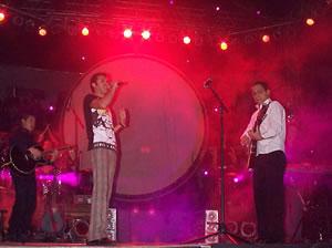Concierto de Juan Fernando Velasco en Cuenca .- Ante el pedido del público de otra canción, Velasco interpretó Me voy y nuevamente Chao Lola