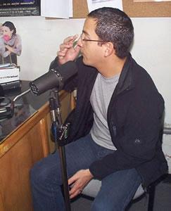 Concierto de Juan Fernando Velasco en Cuenca .- Juan Fernando Velasco en los estudios de FM88 durante la entrevista que le realizara Fernando Reino en el programa Personalisimo