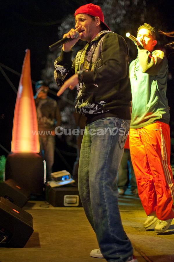 AuD .- Martín Galarza nació un 11 de octubre en Nueva York (Estados Unidos) hijo de madre ecuatoriana y padre puertorriqueño. Comenzó ha realizar música rap en 1986, dándose a conocer a partir de 1989.  En 1997 se une al sello BMG, siendo el año de su internacionalización comenzando a actuar en otros países de Sudamérica. La balada rap Tres notas fue una de las canciones que iniciaron la música rap en Ecuador. Obtuvo una muy buena aceptación del público constituyendo un hito en las ventas.
