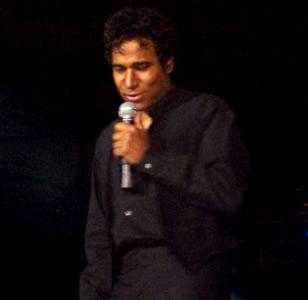 Show de Julio Sabala Imitomanía .- 'Buenas noches...mi nombre es Julio Sabala...dominicano por parte de mi madre y español por parte del amigo de mi padre', con estas palabras dio inicio una noche cargada de risas, un espectáculo que este artista denominó 'Imitomanía on line'