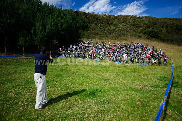 La Paz Downhill mas Enduro 1 y 2 de Agosto del 2009 .- Este fue el mega evento de todos los años de descenso en Cuenca, y que es un tipo de maratón en bicicleta de montaña cuesta abajo por terreno accidentado en el que participaron más de 120 corredores que parten todos a la vez tipo avalancha, competencia que está dividida en 3 primes o por decirlo así 3 carreras unidas en una sola tipo rally, teniendo cada una de ellas salidas y llegadas, además de todo esto hay 2 enlaces ósea puntos de unión entre primes que sirven para que los corredores descansen, se hidraten , o arreglen cualquier desperfecto en su carrera. En el Downhill y Enduro la Paz se desciende desde los 3000 metros sobre el nivel del mar hasta los 1082 metros sobre el nivel del mar en tramos especiales de carretero, senderos angostos, grietas, riachuelos, piedras y arena.