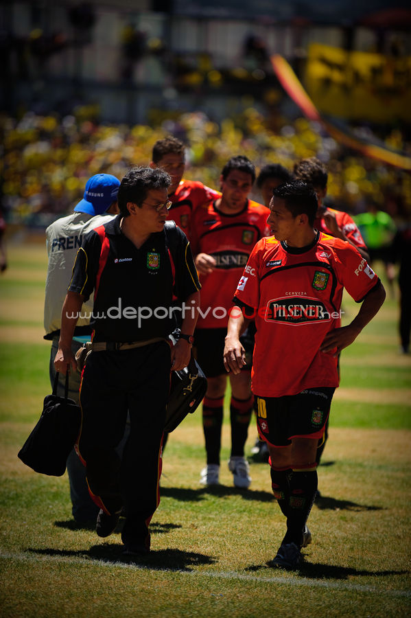 Deportivo Cuenca vs Barcelona 16 de Agosto del 2009 .- En el Estadio Alejandro Serrano Aguilar de la ciudad de Cuenca se realizo el partido entre el Club Deportivo Cuenca y el conjunto de Barcelona donde el equipo local gano por 2 tantos a 1 al equipo torero.
