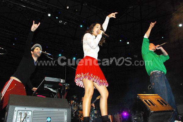 Calle 13 .- Es un dúo puertorriqueño de género urbano y alternativo. Ganadores de 5 premios Grammy latino, 2 son a la mejor canción urbana, 2 al mejor álbum de música urbana y 1 a mejor video clip versión corta, además ha ganado el Grammy estadounidense al mejor álbum de música urbana y un MTV Music Award al artista promesa, también participó en la edición de Viña del Mar 2008 en donde el dúo se llevó los galardones máximos, todo estos premios lo convierten en uno de los dúos más populares de música urbana. El dúo está compuesto por: Rene Pérez que se hace llamar Residente y Eduardo Cabra que se hace llamar Visitante. Sus sobrenombres provienen de la identificación que tenían que dar al guardia de seguridad para ingresar al sector El Conquistador de Trujillo Alto, Puerto Rico donde estaba su casa. René es el cantante y escritor; Eduardo, aparte de ser músico y pianista, es también productor musical del grupo. Su hermana, Ileana, llamada PG13 que significa clasificación usada en los Estados Unidos que sugiere cautela a la hora de presenciar una película a menores de 13 años, contribuye en algunas canciones con voz femenina. La madre de René e Ileana, Flor Joglar de Gracia, ha contribuido ocasionalmente con el dúo. El nombre Calle 13 proviene del nombre de la calle en la urbanización donde crecieron en Trujillo Alto.