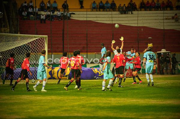 Deportivo Cuenca vs Macara 29 de Agosto del 2009 .- En el Estadio Alejandro Serrano Aguilar de la ciudad de Cuenca se realizo el partido entre el equipo local el Club Deportivo Cuenca y el conjunto del Macara donde se dio el resultado de 0 por 0 con este resultado el equipo colorado se complica mucho para entrar a la liguilla final del campeonato ecuatoriano de futbol.