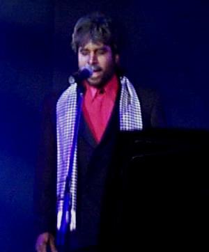 Show de Julio Sabala Imitomanía .- 'El imitador dijo que figuras que le han resultado particularmente difíciles de imitar son el tenor Luciano Pavarotti por su físico, el rey del pop Michael Jackson por sus movimientos y el cantante español Julio Iglesias por la voz.'