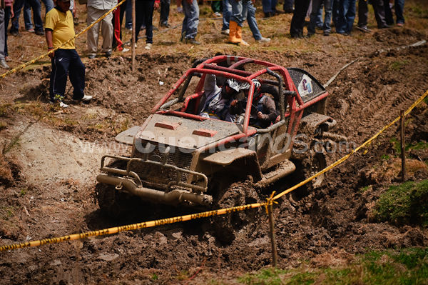 4 x 4 en Sayausi 23 de Agosto del 2009 .- En el Sector conocido como Jesus del Gran Poder se realizo el campeonato de 4 x 4 donde pilotos intrépidos en su vehículos cruzaron obstáculos a altas velocidades.