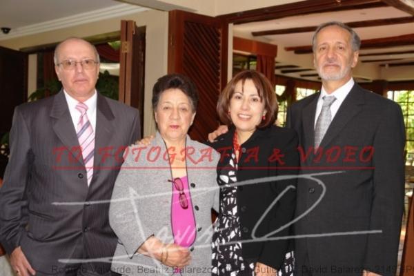 Bodas de Rubì de Roque Balarezo y Azucena Manzano .- Rodrigo Valverde, Beatriz Balarezo, Miriam Gutierrez, David Balarezo