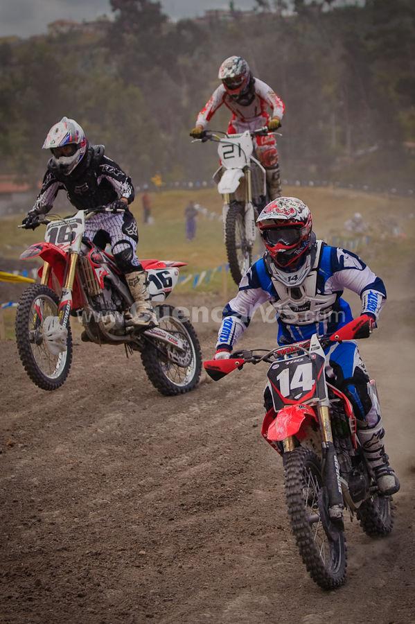 Motocross Cuarta Valida 27 de Septiembre del 2009 .- En la pista motos y motos de Chaullabamba se realizo la Cuarta Valida del Campeonato provincial de Motocross donde diferentes amantes del deporte tuerca se dieron cita y ex pectaron como intrépidos pilotos daban saltos a altas velocidad des con sus vehículos de 2 ruedas.