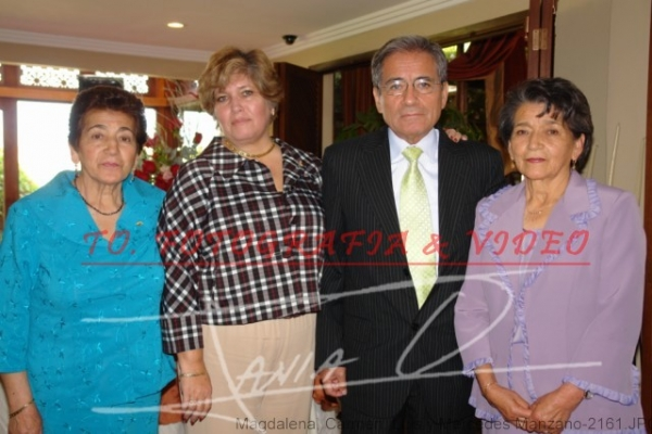 Bodas de Rubì de Roque Balarezo y Azucena Manzano  .- Magdalena, Carmen, Luis y Mercedes Manzano