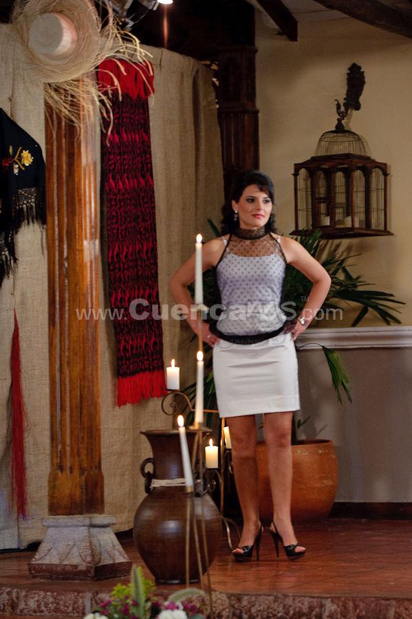 Presentación de la Candidatas a Reina de Cuenca 2009 .- Fabiola Vásquez Gonzalez - Candidata a Reina