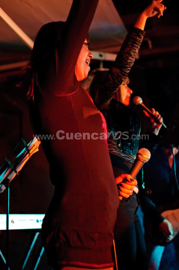 Rodines presenta Femme Rock .- En el Café de las Artes se realizo el concierto del grupo Rodines el 8 de Octubre donde presentaron un noche de Femme Rock, los integrantes del grupo fueron Paul Moscoso (Basca), Calor Deleg (Bajo), Diego Duran (Bateria), Diana Urgiles (Voz), Fernando Bravo (Ruido Blanco) como invitados estuvieron Toño Peña (Caja Ronca) y Maritza Terreros.
