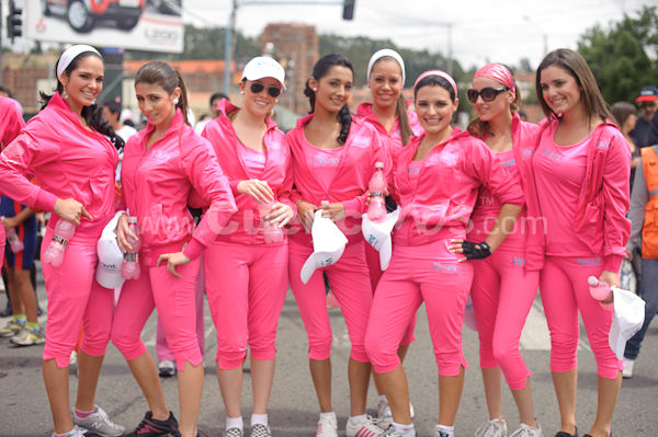 Candidatas Reina de Cuenca 2009 en Cuerpo Saludable Vivant .- Las 12 bellas candidatas saldrán a las calles para hacer un recorrido de tres kilómetros, en los que caminarán, montarán en bicicleta y terminarán en una tarima bailando, junto con personas de la tercera edad.