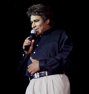 Show de Julio Sabala Imitomanía .- 'Con el tema 'Querida' de Juan Gabriel, Julio Sabala representó en escena los movimientos y gestos del cantante'