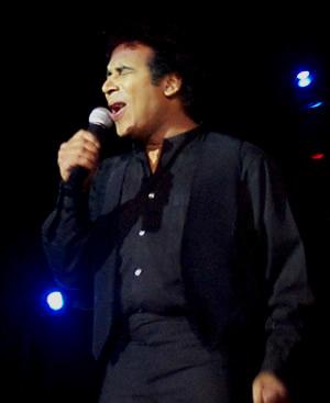 Show de Julio Sabala Imitomanía .- El cierre de su espectáculo lo hizo imitando a Juan Gabriel
