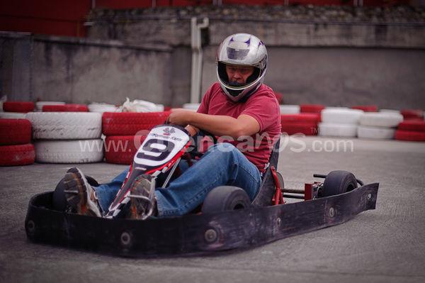 Karting en Mall del Rio .- En el centro de comercial Mall del Rio se abrió una pista de Karting donde grandes y pequeños por un tiempo limitado podrán alquilar estos vehículos y recorrer una pista a altas velocidades