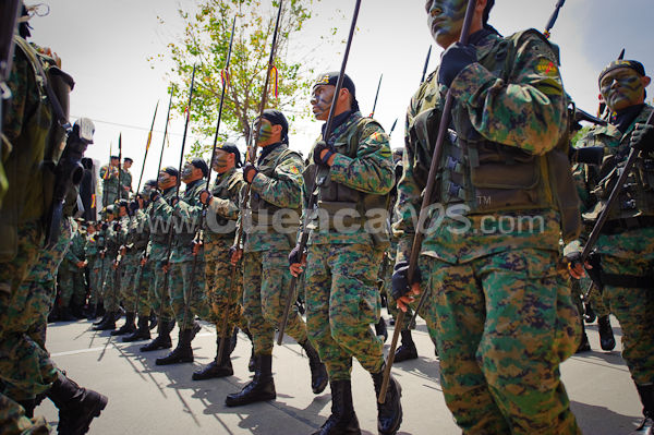 Parada Militar 2009 .- El 3 de Noviembre del 2009 se realizo la tradicional parada militar por la avenida Fray Vicente Solano donde diversos militares con sus vehículos y uniformes marcharon elegantemente frente al público presente.