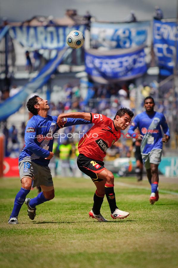 Deportivo Cuenca vs Emelec 22 de Noviembre del 2009 .- En el Estadio Alejandro Serrano Aguilar de la ciudad de Cuenca se realizo el partido entre el conjunto morlaco y el conjunto del Emelec, donde el equipo electrico no pugo conseguir la victoria y se conformo con el resultado de 1 a 1.