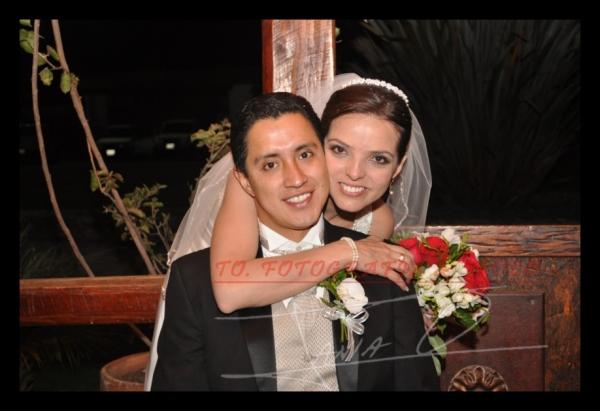 Boda Adriàn Marìn, Andrea Feijoo .- Los novios celebraron su boda en Jardines de San Joaquìn.