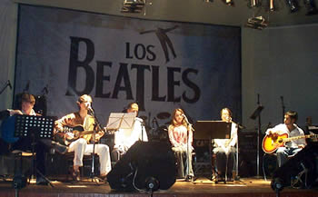 Get Back, homenaje a los Beatles .- La segunda parte del concierto inició con un popurrí de Here There and everywhere, blackbird, you´ve got to hide your love away, Norwegian Wood, Across the universe, a cargo de Virginia Roldán, Ximena Astudillo, Cristina Vallejo y Edgardo Neira