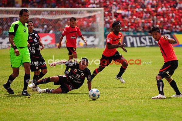 Deportivo Cuenca vs Deportivo Quito 29 de Noviembre del 2009 .- En el Estadio Alejandro Serrano Aguilar de la ciudad de Cuenca se realizo el partido entre el conjunto morlaco y el conjunto del Quito, donde el equipo chulla no pudo conseguir la victoria y se conformo con el resultado de 1 a 1.