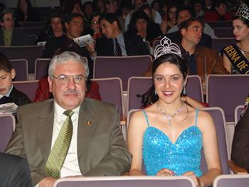 Elección Reina del Azuay 2004 .- Ing. Marcelo Cabrera Prefecto de la Provincia junto a Marcela León Reina del Azuay 2003