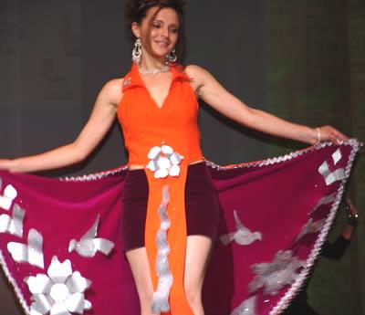 Elección Reina del Azuay 2004 .- Adriana Zúñiga representante del cantón Chordeleg