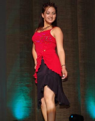 Elección Reina del Azuay 2004 .- Gladys Matute nació el 20 de septiembre de 1988, su estatura 1.62m, cabello castaño claro, ojos verdes, cursa el Cuarto Curso, le gusta estudiar y escuchar música.
