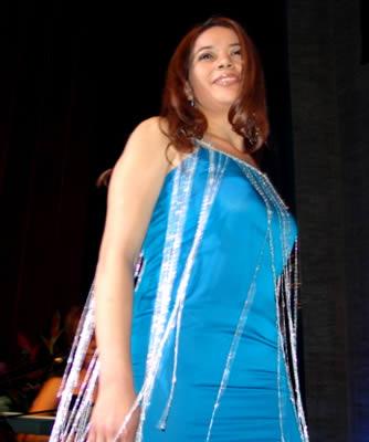 Elección Reina del Azuay 2004 .- Brígida Urvina es estudiante de Primer Año de Comunicación Social en la Universidad Católica de Cuenca, le gusta leer revistas, y hacer deporte.