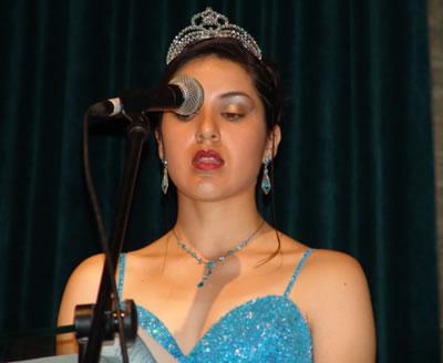 Elección Reina del Azuay 2004 .- Marcela León 'Ser Reina del Azuay ha sido un camino a la felicidad, en donde esta se complementa al tener una felicidad compartida con todos los que conformamos este bello rincón del Ecuador'