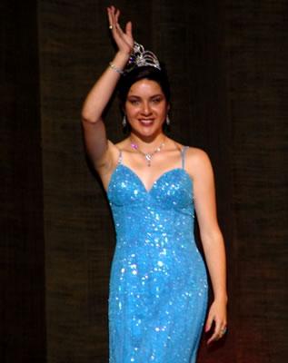 Elección Reina del Azuay 2004 .- Marcela León en su último desfile como Reina del Azuay