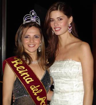 Elección Reina del Azuay 2004 .- Adriana Zúñiga Reina del Azuay 2004 junto a María Susana Rivadeneira Miss Ecuador