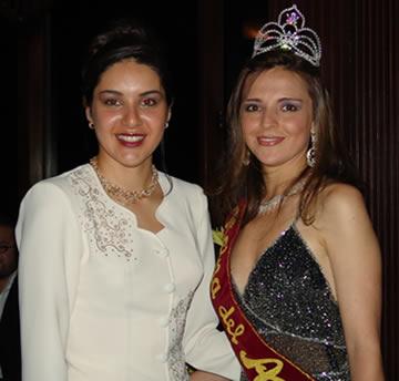 Elección Reina del Azuay 2004 .- La reina saliente Marcela León junto a Adriana Zúñiga reina electa de la provincia