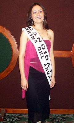 Presentación de las Candidatas a Reina del Azuay .- Ruth Andrade representante de Girón, nació el 2 de abril de 1981, mide 1.59m, cabello castaño oscuro, ojos cafés, le gusta escuchar música y leer.