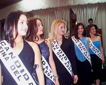 Presentación de las Candidatas a Reina del Azuay .- Las candidatas durante su presentación en el Hotel Oro Verde