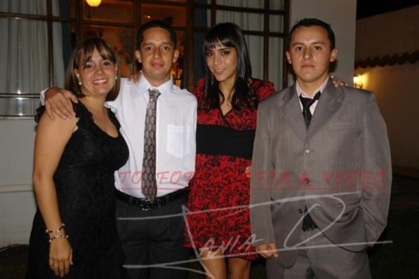 Grado de Mèdico Santiago Lòpez Vega .- Belén Vintimilla, Santiago Pazos, Isabel Vintimilla, Pablo Aviléz
