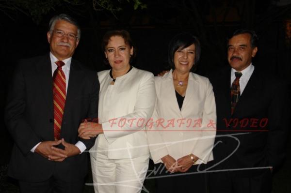 Grado de Mèdico Santiago Lòpez Vega .- Pablo Vega, Cecilia Vintimilla, Fernanda Cordero, Fernando Landivar