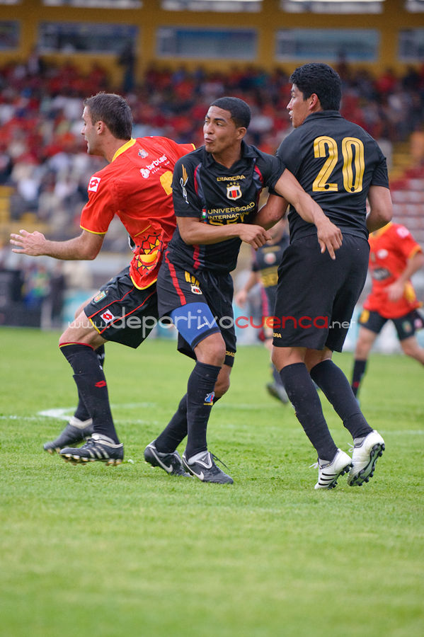 Deportivo Cuenca vs Deportivo Quito 30 de Enero del 2010 .- El sábado 30 de enero del 2010 en el Estadio Alejandro Serrano Aguilar se desarrollo el Partido Amistoso entre El Club Deportivo Cuenca y Deportivo Quito donde los rojos tuvieron que conformarse con el empate a pesar de que ese día fue la tarde colorada siendo el primer partido del año.