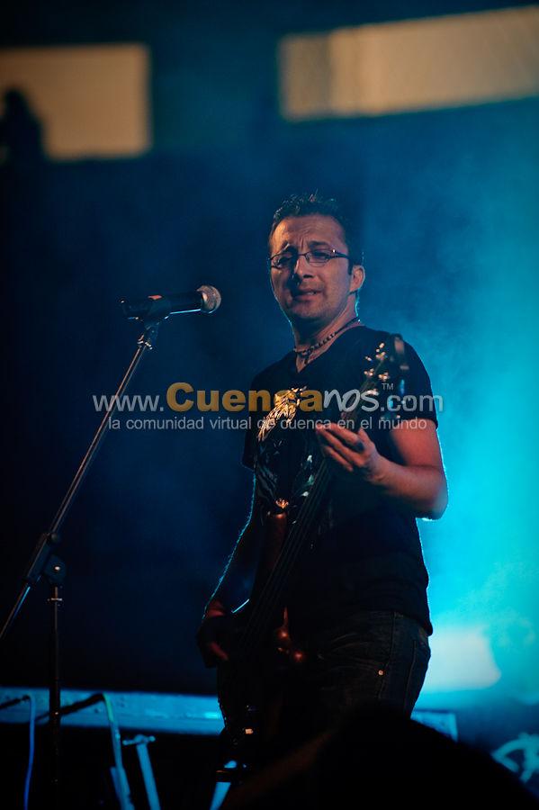 La Dueña .- El Grupo Cuencano La Dueña abrió el concierto que dio el merenguero Elvis Crespo en la Plaza de Toros Santa Ana, Miles de Cuencanos escucharon el Tema promocional Vulnerable que interpreto el Grupo Cuencano.