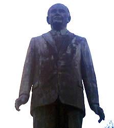 Enrique Arízaga Toral .- Inauguración: Abril 30 de 1995. Ubicación: Av. Solano