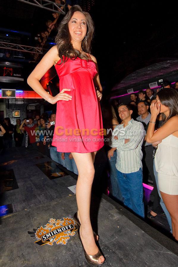 Visita a Cuenca de las Candidatas a Miss Ecuador 2010 .- La Discoteca Gabbia fue el escenario donde las hermosas candidatas a Miss Ecuador 2010 conjuntamente con la Reina de Cuenca desfilaron por la pasarela mostrando diseños de diseñadores Cuencanos.