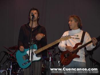 Verde 70 en Cuenca .- Verde 70 grupo ecuatoriano integrado por Darío Castro (guitarrista y voz principal), César Galarza (guitarrista y coros), David Arízaga (batería), Diego Saá (bajo y coros), durante su presentación en la ciudad de Cuenca, abrieron el concierto en donde se presentaron Alejandro Lerner y Sin Bandera