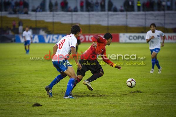 Deportivo Cuenca vs Nacional (Uruguay) 7 de Abril del 2010 .- En el estadio Alejandro Serrano Aguilar el  equipo del Nacional de Uruguay empato por 1 gol con nuestro equipo rojo, por la copa libertadores de america.