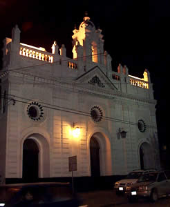 Iglesia Corazón de Jesús .- Se encuentra ubicada en las calles Gran Colombia y A. Sarmiento