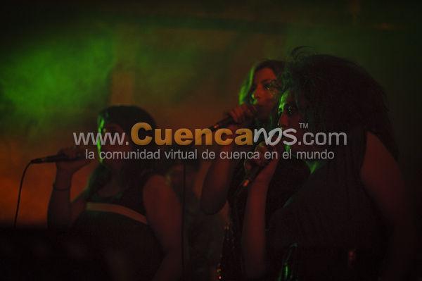 Rodines Presentan Femme Rock .- Por segunda vez consecutiva el grupo Rodines y Femme Rock liderados por Diana Urgilez y Carlos Deleg organizo una noche de Rock en los salones de Portal del Río el viernes 30 de Abril además les acompañaron músicos como  Diego Duran, Fernando Bravo y Maritza Terreros.