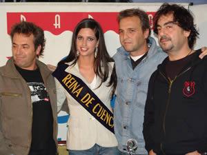 Rueda de Prensa de Hombres G en Cuenca .- Estuvo como invitada a la rueda de prensa de los Hombres G en Cuenca, la reina de la ciudad Rebeca Flores.