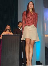 Silvia Vélez candidata a Reina de Cuenca 2004 .- Para Silvia los valores de la juventud son muy importantes, piensa que los jóvenes deben vivir al máximo su época sin olvidarse de sus raíces y de su ciudad.