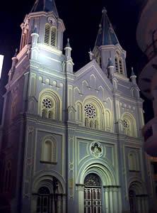 Iglesia de San Alfonso .- Está ubicada en las calles Simón Bolívar y Antonio Borrero