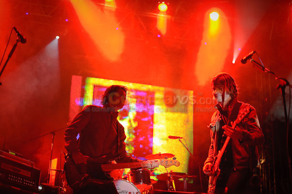 Prime Ministers .- Ernesto Perico Chimo y Pala forman The Prime Ministers, grupo Guayaquileño considerada como la mejor banda del Rock Ecuatoriano, canciones como Smoking Monkeys  y Under your Spell hicieron saltar al los cientos de Cuencanos que fueron a este concierto.